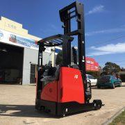 1.6 tonne electric reach truck